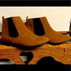 Ladies/Juniors Suede Ankle Boots